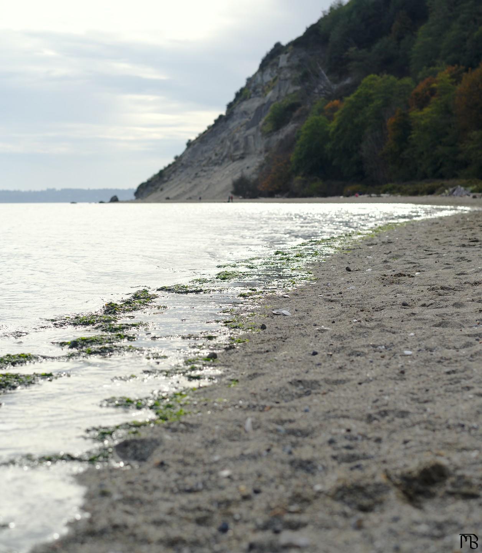 Ocean waves on beach with ledge